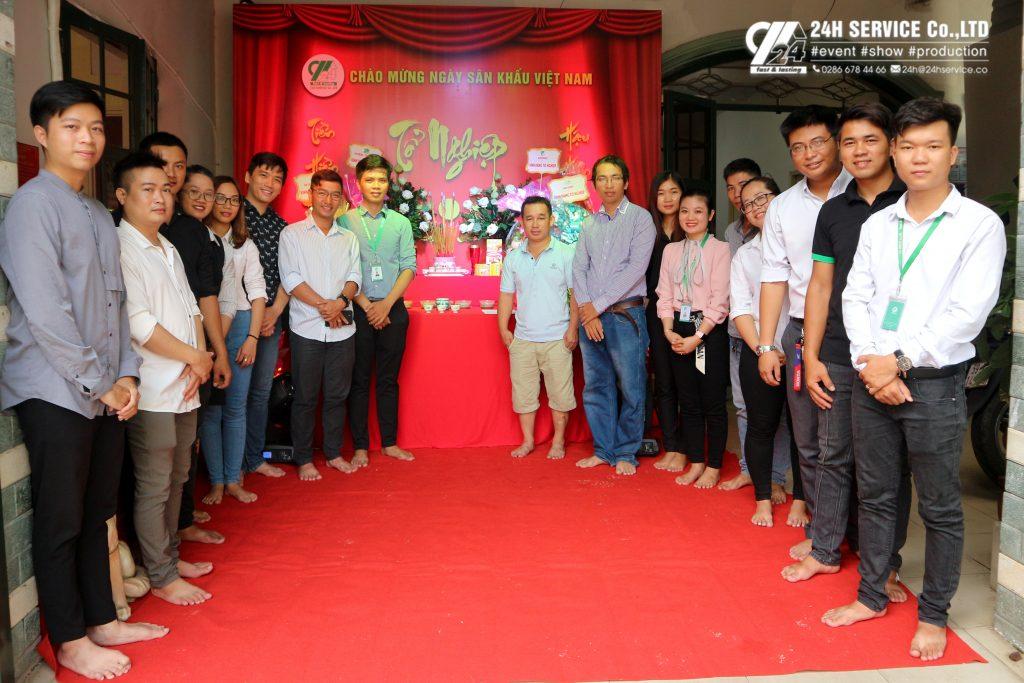 Tập thể Công ty TNHH Dịch vụ Tổng hợp 24H mừng ngày Giỗ Tổ Ngành Sân Khấu Việt Nam 2019