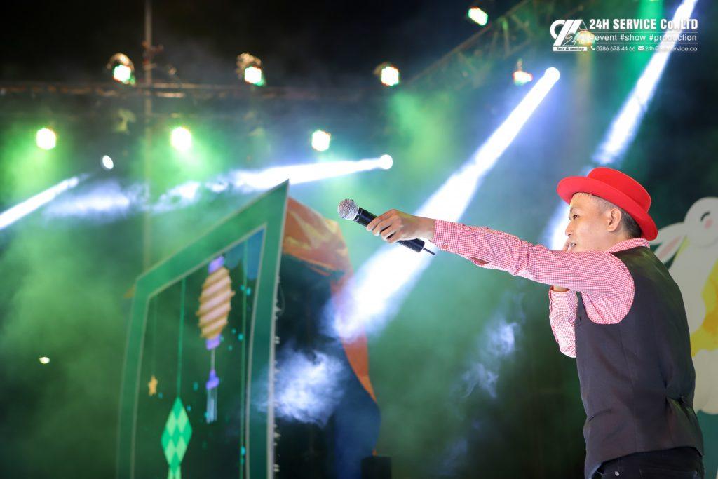 Chú hề Bong bóng đầu to – Quốc Trung mang đến phần biểu diễn đặc sắc.