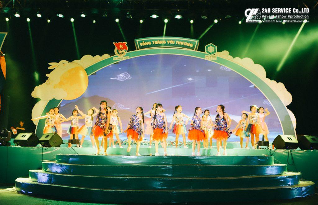 Các em trong nhóm Galaxy Kids mở màn cho chương trình