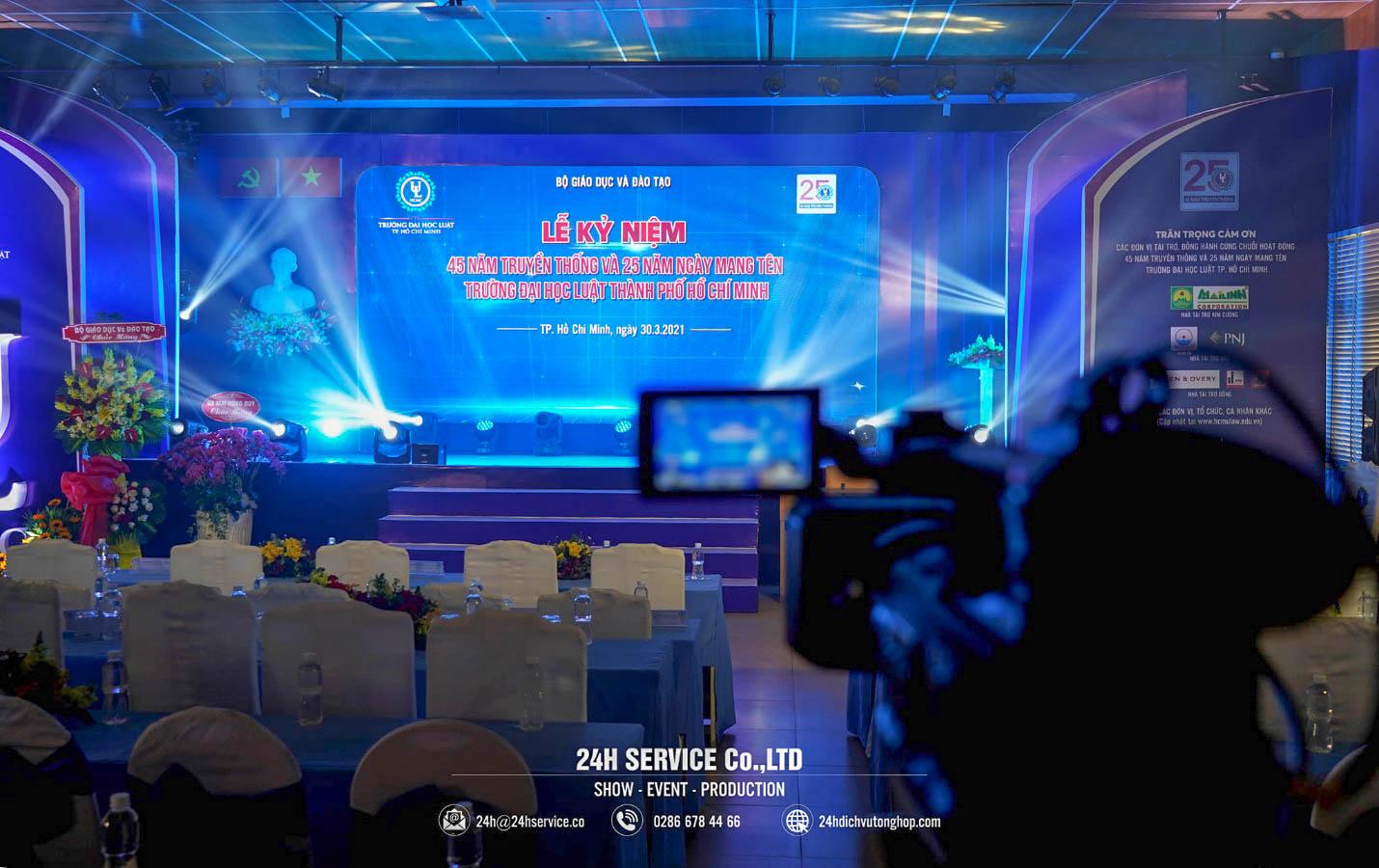 Ekip media chuẩn bị khẩn trương để có những khung hình đẹp nhất xuyên suốt sự kiện