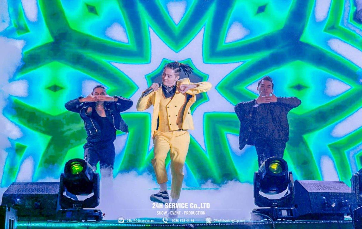 Ca sĩ Thanh Duy đốt cháy sân khấu bằng những tiết mục âm nhạc ấn tượng.