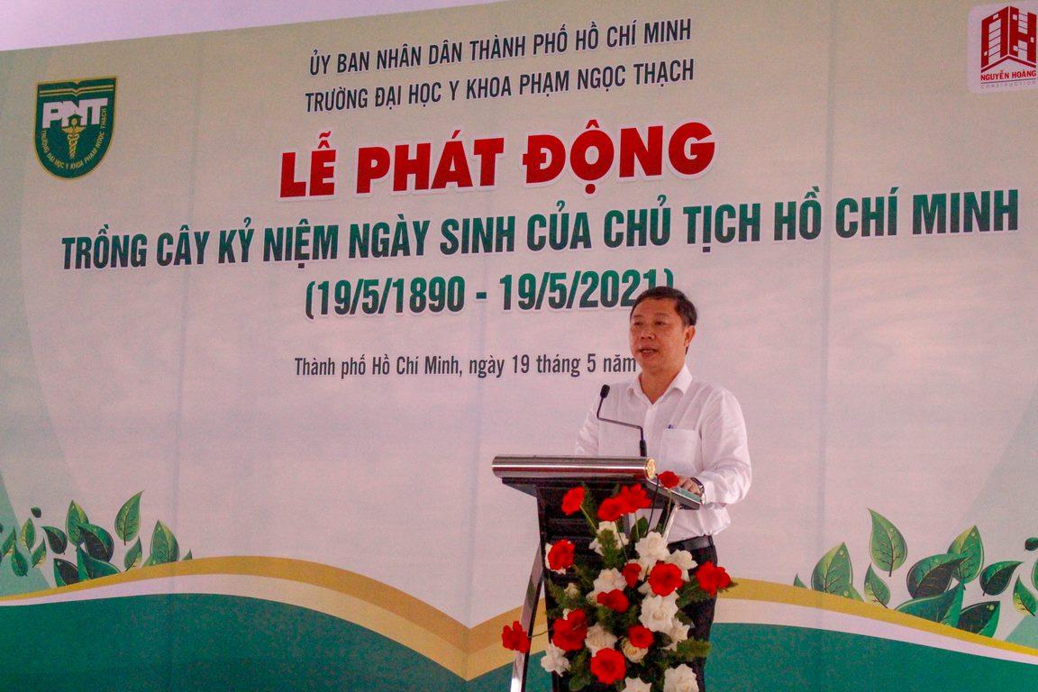 PGS. TS. Dương Anh Đức (Thành ủy viên, Phó Chủ tịch Ủy ban nhân dân Thành phố Hồ Chí Minh) phát biểu ý nghĩa của phong trào trồng cây trong khu vực Viện – Trường.