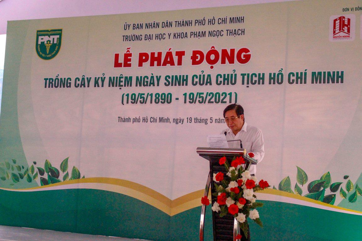 PGS.TS Ngô Minh Xuân (Bí thư Đảng Ủy, Chủ tịch Hội đồng Trường Đại học Y khoa Phạm Ngọc Thạch) phát biểu chào mừng